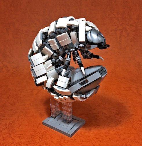 レゴ作品「幼虫」
