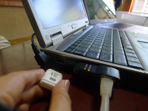 USBメモリを刺してみる