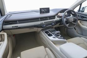 アウディ Audi Q7