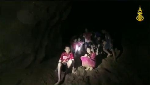 タイの洞窟で13人行方不明