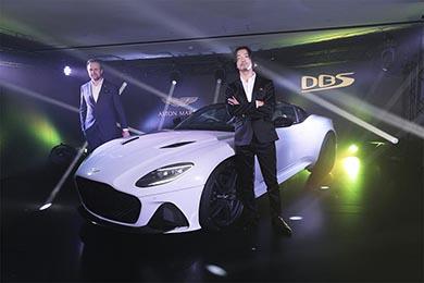 アストンマーティン Aston Martin DBS Superleggera 007 ボンドカー 金子ノブアキ