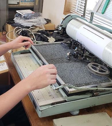 1915年誕生「和文タイプライター」はいまだ現役だった! 日本の印刷を大きく支えた機械と人がつむぐ、103年後の言葉とは(1/5 ページ) - ねとらぼ