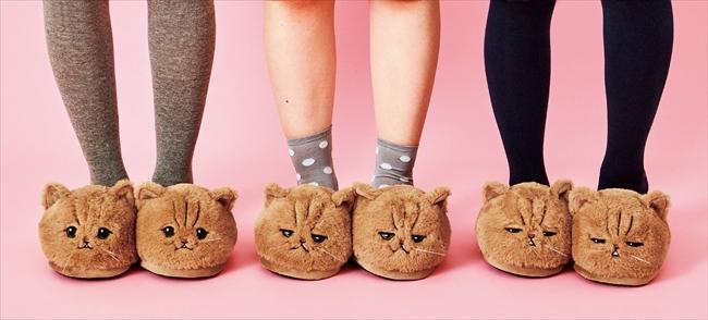 しょんぼり顔の猫「ふーちゃん」のスリッパが誕生 モフモフボディーに足先を包まれている気分