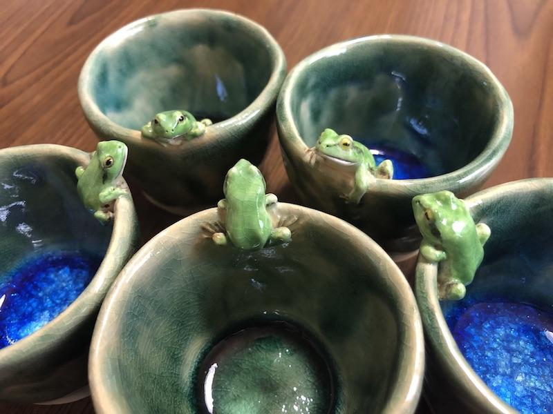 表情までリアル! 金魚やカエルなど生き物をモチーフにした陶器作品に驚いて目が出そう