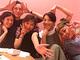 篠原涼子が違和感ゼロのeggポーズ! 映画「SUNNY」大人チームの5ショットに「無敵感がスゴい」の声