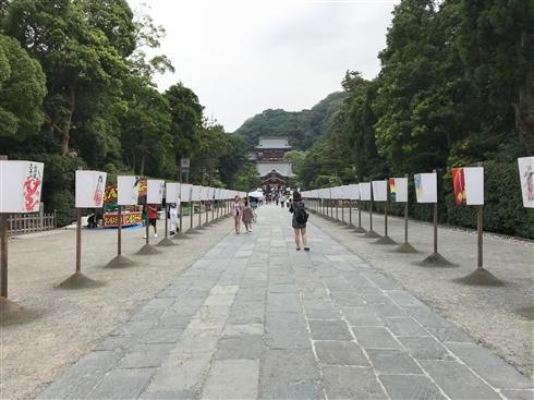 「鎌倉ぼんぼり祭2018」で庵野秀明監督のぼんぼりが一時的に撤去されるハプニングも、無事復活 「2020・21・22」という謎の文字列