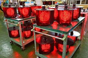 動作テスト実施中の全方向踏切警報灯 LED III形
