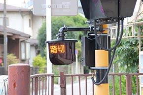 「踏切注意」表示付きの列車進行方向指示器eco1