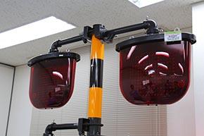 踏切警報灯 eco1シリーズ(直径300ミリ両面形)踏切注意表示付き。「丸」と「踏切注意」を切り替えながら表示できる