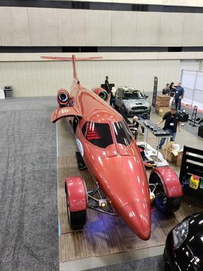 垂直尾翼が残るリアビューはジェット機そのもの