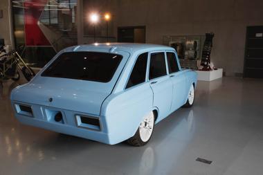 ロシア カラシニコフ CV-1 EV 電気自動車 スーパーカー 旧ソ連