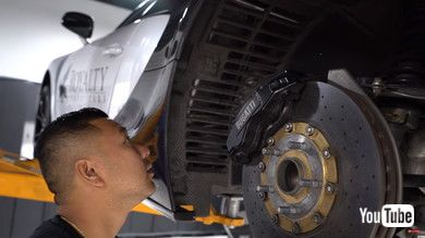あれっ、タイヤを外している?