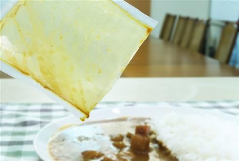 レトルト食品がツルッと出るパウチの新製品発表 取り出しにくさを20%削減