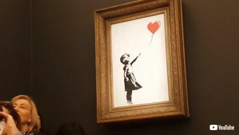 banksy 少女と風船 オークション 落札 自壊