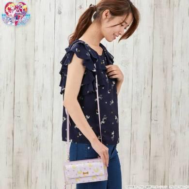 『うさぎのお布団柄お財布バッグ』モデル写真