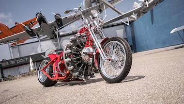 レッドバロン バイク 星型9気筒エンジン