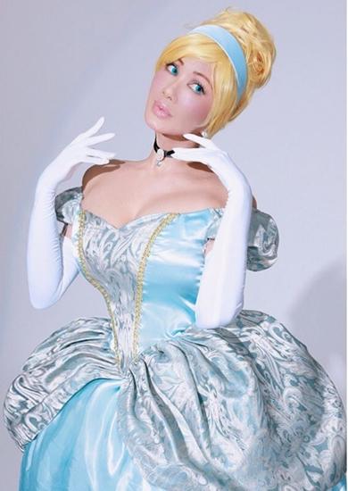 叶姉妹 叶美香 叶恭子 ピーチ姫 コスプレ 白雪姫 ハロウィーン