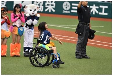 猪狩ともか 現在 仮面女子 脊髄損傷 麻痺 事故 リハビリ 西武ライオンズ 始球式