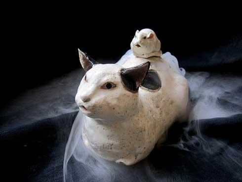 猫 香炉 ドライアイス 作品 香箱座り