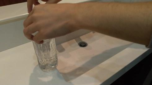 警視庁警備部災害対策課 簡易蛇口 ペットボトル 穴