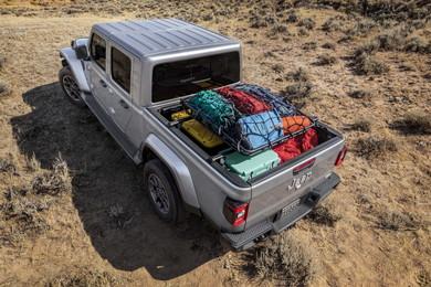 「ラングラー」にピックアップトラックの積載性をプラス