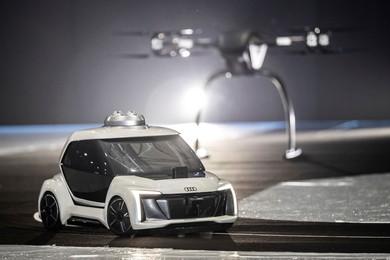 地上では自動運転EVとなる