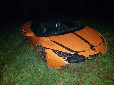 ランボルギーニ 事故 スーパーカー 英国