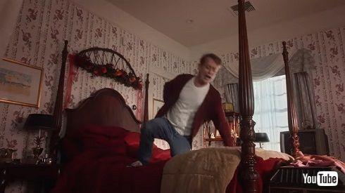 マコーレー・カルキン ホーム・アローン Googleアシスタント ベッドで飛び跳ねる