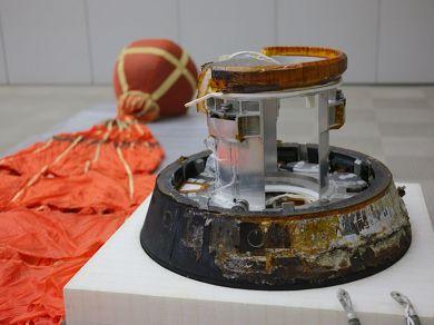 小型回収カプセル
