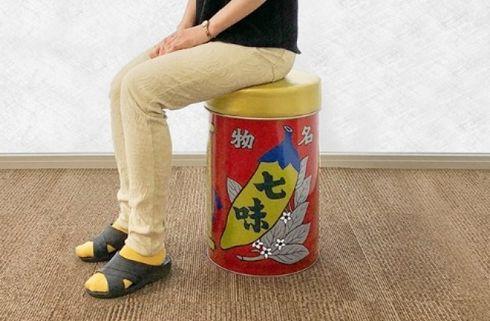 七味唐辛子 八幡屋礒五郎 イス 缶
