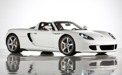600馬力のMRポルシェ「カレラGT」。貴重な1270台のうち2台が出品される