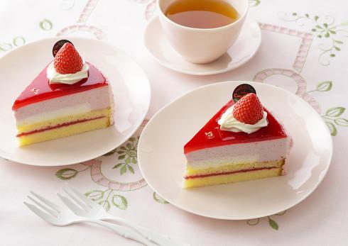 濃厚苺のムースケーキ