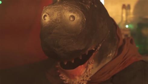 今度のサメ映画はマシンガン装備 「コマンドー・シャーク 地獄の殺人サメ部隊」日本語版配信決定
