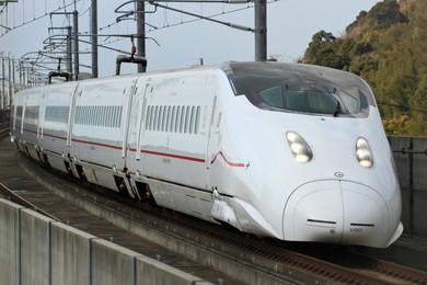 九州新幹線を走る800系新幹線