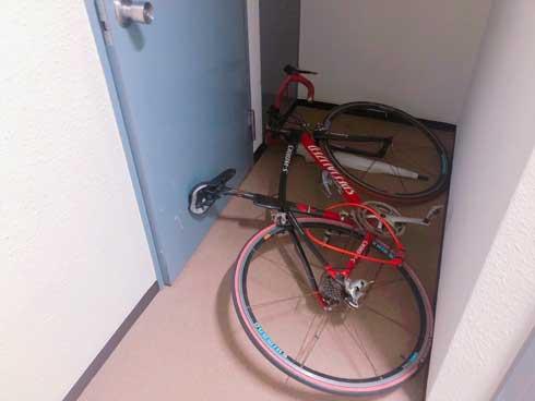 自転車 廊下 倒れて家から出られなくなる 事故