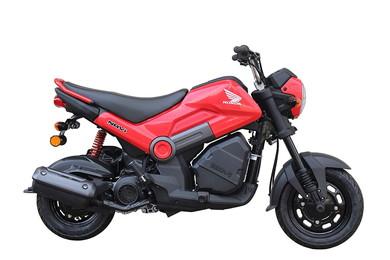 一見MTのスポーツバイクっぽいですが、実はスクーターのようなAT