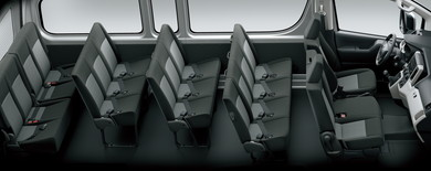 最大17人乗りの広い車内空間