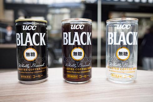 缶コーヒーと特製グラスを並べたところ