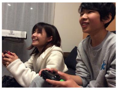 """22歳差婚""""の大浦龍宇一、妻と15歳息子がゲームで遊ぶ姿に幸せ ..."""