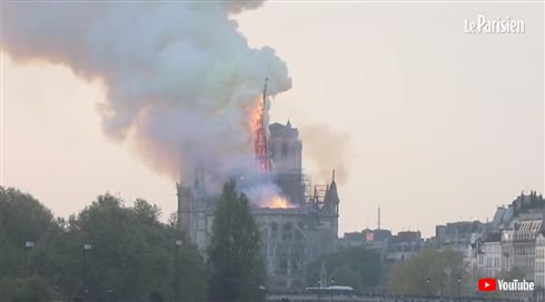 仏ノートルダム大聖堂、焼け落ちる 「修復には数十年」の声も