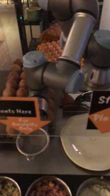 ホテル 全自動 オムレツ マシーン シンガポール ロボット アーム 料理 かわいい