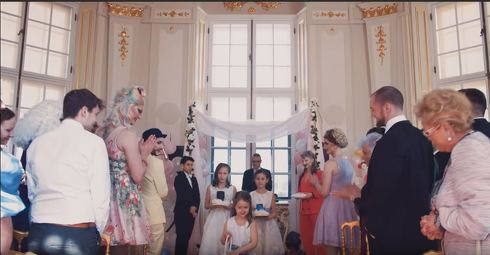 シリとアレクサの結婚式