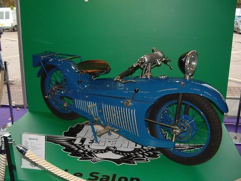 Majestic マジェスティック 近未来 ヴィンテージ レトロフューチャー バイク 改造