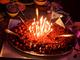 見た目怖すぎぃ! 藤原竜也、「Diner ダイナー」メンバーに祝われた誕生日ケーキがナイフでグサグサ