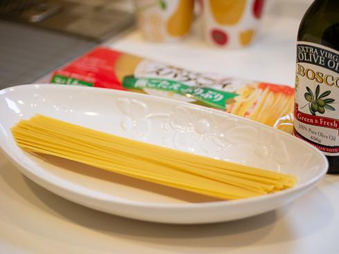ゆでる前のスパゲティ
