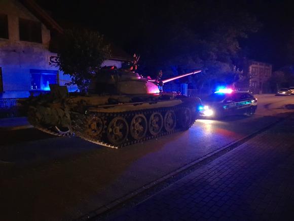 ポーランド 戦車 暴走 飲酒運転