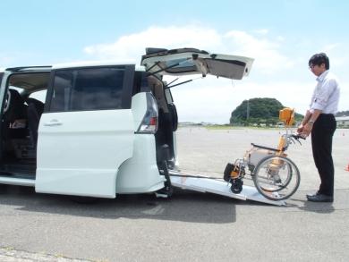 日産 働くクルマ 救急車 GT-R