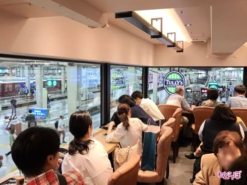 タリーズコーヒー阪急梅田駅3F店店内