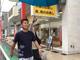 """木梨憲武、""""職業なりきり写真""""シリーズで勝俣州和の付き人に ファン「もれなくアッコさんも付いてくるパターンですね?」"""