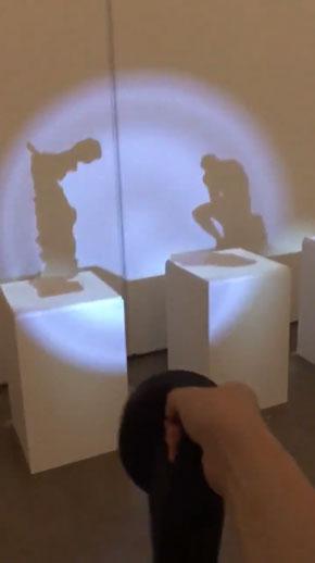何も無い 懐中電灯 影ができる 不可視彫像 坪倉輝明 展示 アート VR プロジェクションマッピング